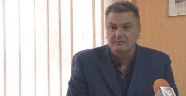 Dragan Tucakovic-direktor tehnicke skole.mpg.Still001